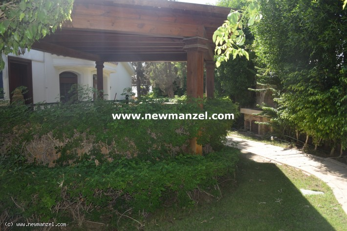 Villa with Garden For Sale in Katameya Heights compound in